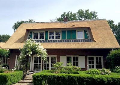 Renovatie villa met rieten kap