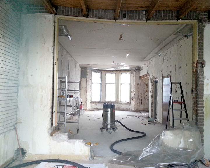 Kamer gezien vanuit de uitbouw